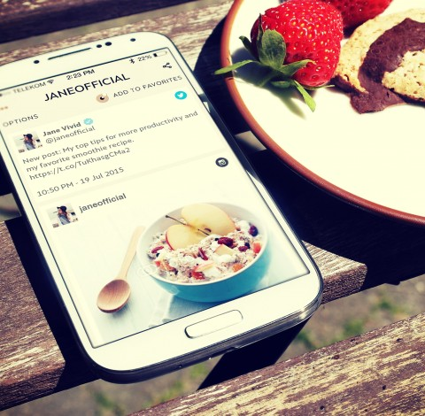 Follow your stars on Youtube, Twitter, Instagram and Facebook - in ONE app